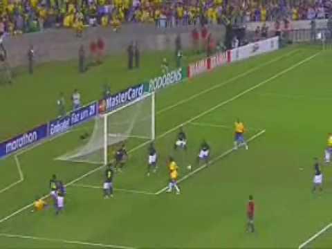 Brasil 5-0 Equador - 2007 - Drible de Robinho