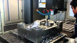 How to operate plastic injection molding machines