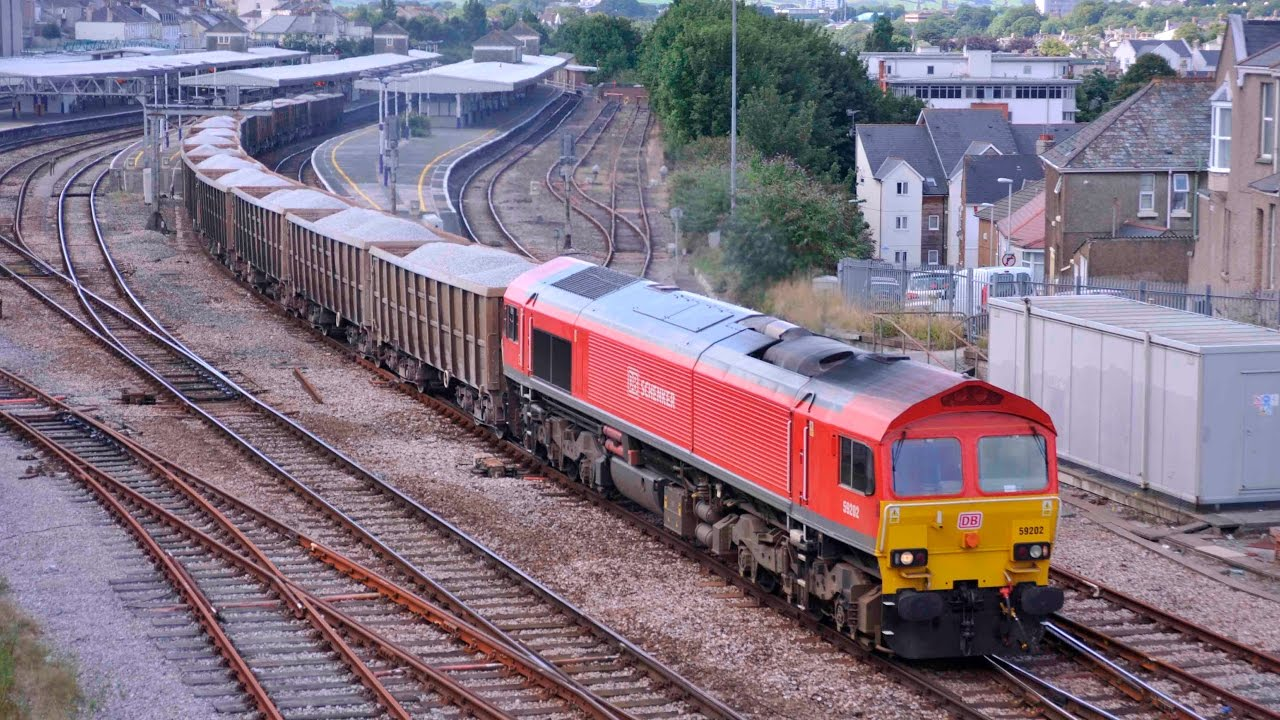 CLASS 59/2 59202 PASSES PLYMOUTH WITH THE 7Z27 1113 BURNGULLOW-EXETER  RIVERSIDE - 19th August 2013