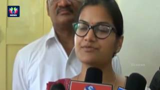 Wanaparthy District Collector Sweta Mohanty Felicitates IAS 80th Ranker Anwesha Reddy | TFC News