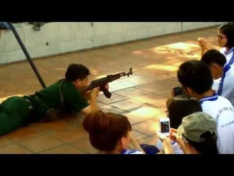 Tư thế nằm bắn súng tiểu liên AK