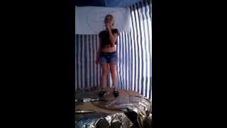 Meine Lea-Monique singt(Karaoke)      Diamonds von Rihanna
