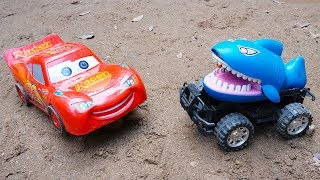 McQueen Cars Transforms Iron Man Rescue Tayo the Little Bus from Shark Toys | TOTOTV Car Toys