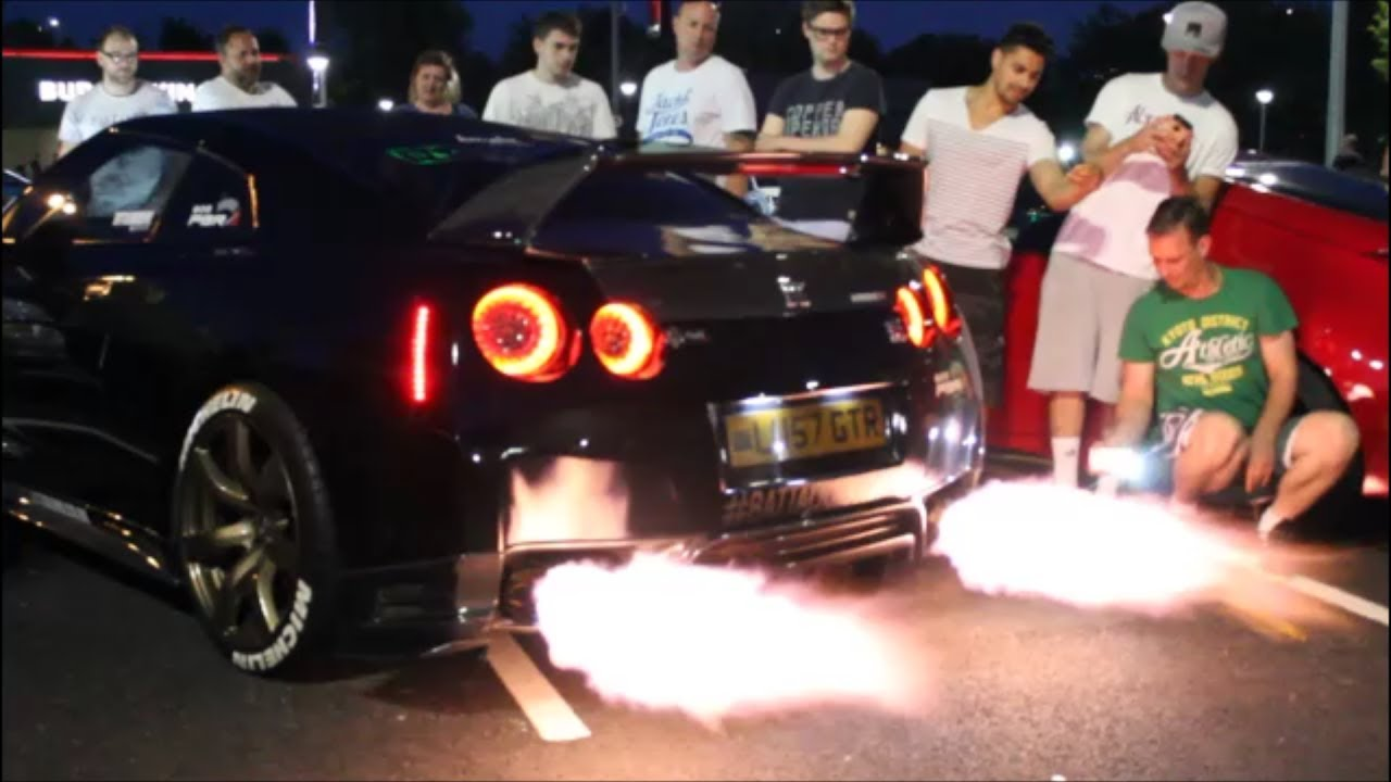 Nissan Skyline Gtr >> CRAZY LOUD Nissan GTR R35 Anti lag, Flames and Revs! - YouTube