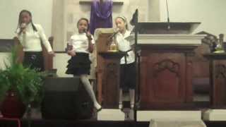Heart of God Ministries / Octavia, Iyclen & Elizabeth singing (we aknowledge your presence, oh Lord)