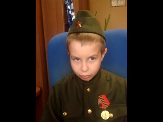 Изображение предпросмотра прочтения – ТимофейСеменов читает произведение «Рассказ танкиста» А.Т.Твардовского