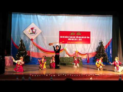 múa cô giáo tày cầm đàn lên đỉnh núi  Thí Sinh Dung Xuân Diễm Tiểu học Thị Xuân