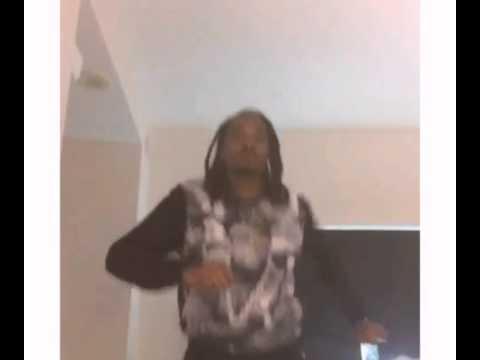 Rapper Snoop Dogg dancing