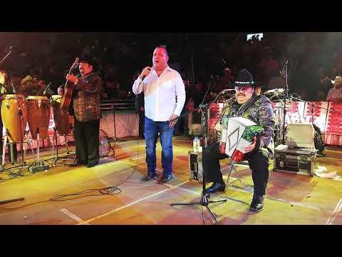 Beto Zapata - Mil Noches Ft. Ramón Ayala Y Sus  Bravos Del Norte (En Vivo)