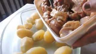 Запеченное мясо с картофелем.