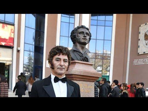 Памятник Пушкину торжественно открыли в центре Душанбе