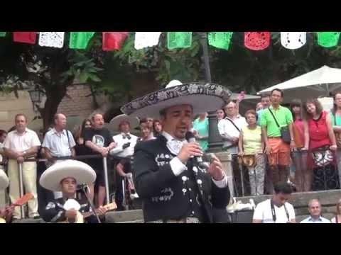 Mariachis en Barcelona (La Malagueña) José González Grito Independencia Mexicana 2014