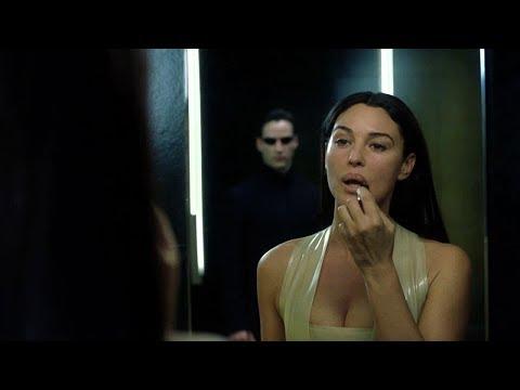 НЕО ЦЕЛУЕТСЯ С ЖЕНОЙ ФРАНЦУЗА - Матрица: Перезагрузка (2003)