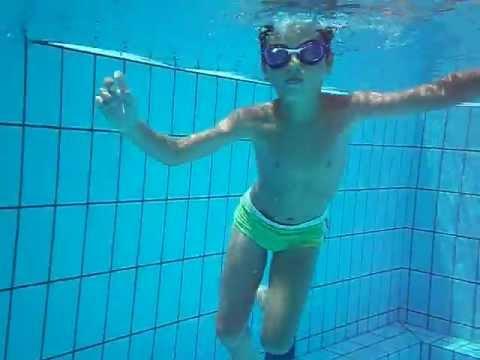 Simone in piscina nuota sottacqua2012  YouTube