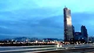 원효대교를 달리는 버스 안에서 63빌딩