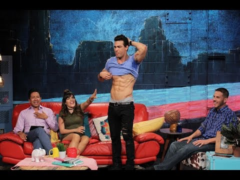Ray Diaz Loves His Abs | The Zoo