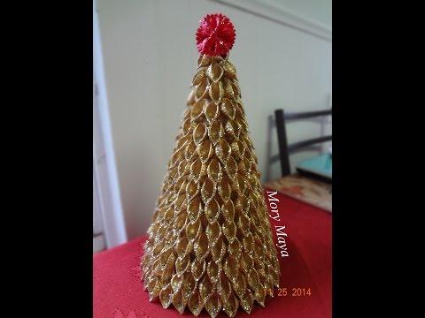 Coronas navide as hechas con limpia pipas para usar como - Como hacer un centro de navidad ...