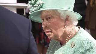 Visita della regina elisabetta in un supermercato sainsbury's occasione del 150esimo anniversario catena grande distribuzione regno unito....