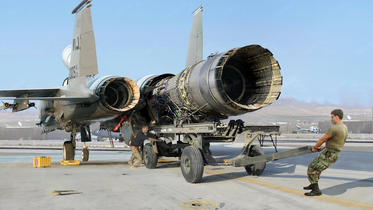Download Pulling out Giant $7 Million US F-15 Engine For Repairs