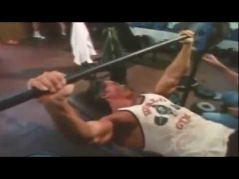 Arnold Schwarzenegger treinando(peito e costa) - YouTube 51155140afa