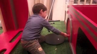 видео Двухъярусная кровать Автобус Лондон