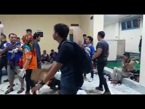 Arema FC VS Persib Bandung Berakhir Ricuh, Begini Suasananya