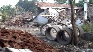 Download Video Gempa Jogja 27 Mei 2006 Lokasi Ds Semail,Bangunharjo,Sewon,Bantul MP3 3GP MP4