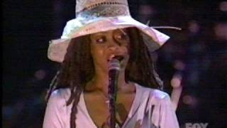 ERYKAH BADU LIVE - BAG LADY