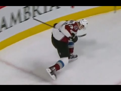 MacKinnon Scores 2 Goals in 13 Seconds vs Montreal
