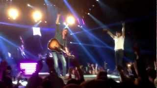 Luke Bryan & David Lee Murphy - Dust On The Bottle (WVU)