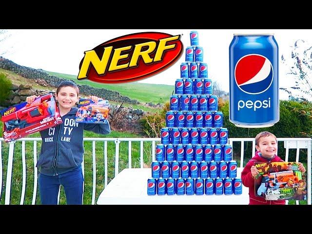 NERF PEPSI CHALLENGE - Swan VS Néo - Pyramide Géante & Ballons dans un Jacuzzi