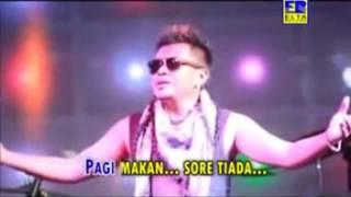 Video GUBUK DERITA- TAUFIQ SONDANG ( House Dangdut Karaoke) download MP3, 3GP, MP4, WEBM, AVI, FLV Oktober 2017