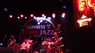 Chris Dave & Drumhedz - Mainstream (Outkast cover) Live Cork Jazz Festival