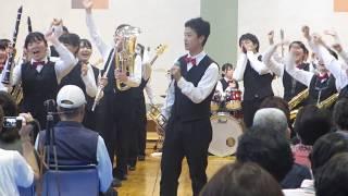 ダンプレは,北海道発祥の,吹奏楽の新しい演奏スタイルです。 指揮者は...