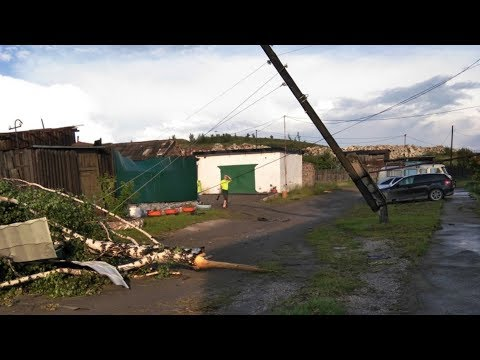В Кушве ураган дома рушил и крыши сносил. Жуть!