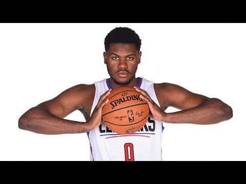 Diamond Stone Scores 31 Points in 25 Minutes in NBA D-League Debut
