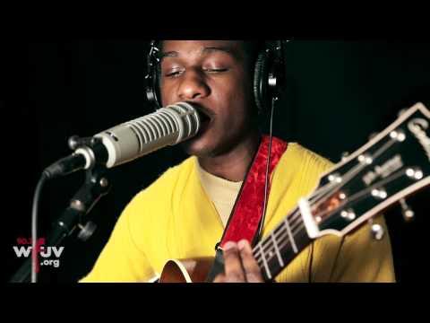 "Leon Bridges - ""Coming Home"" (Live at WFUV)"
