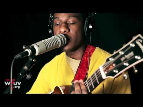 "Leon Bridges - ""Coming Home"" (Live at WFUV)"