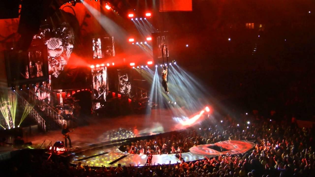 Pink P Nk Live In Concert Acrobatics Youtube