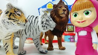 Маша Доктор лечит животных. Мультики Игрушки Маша и Медведь для детей 2019.
