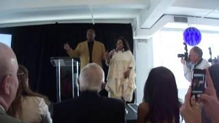 LeVar Burton & Tina Fabrique sing Reading Rainbow theme song