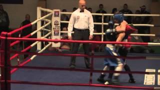 David Kratochvíl (Box Club Asfalt, modrý) vs. Denis Bartoš (TZ Rakovník, červený)