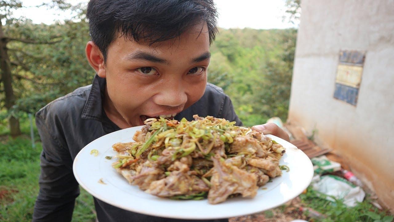Gà rừng xào sả ớt muốn ăn phải lăn vào bếp – Thần Nông