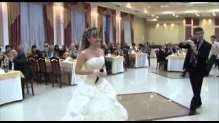 Как же красиво поёт невеста, жениху повезло!!