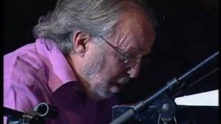 Live in Cape Town, Nov 5 2005.