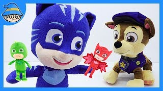 Learn color with a PJ Masks and a Paw Patrol doll. Singing a PJ Masks theme song.