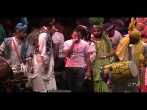 Bikram Singh performing Kawan @ Bulldog Bhangra 2008