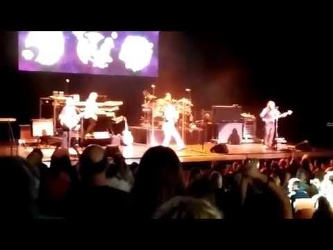 Yes-  'Roundabout' live Au-Rene Theatre, Ft. Lauderdale 11/14/2015