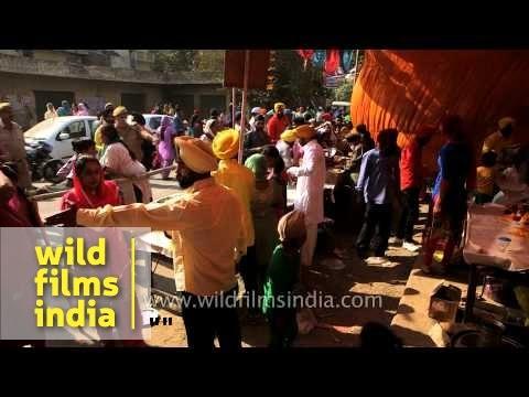 Food For Free: Sikh Devotees Distribute Free Meals On Gurpurab In Delhi