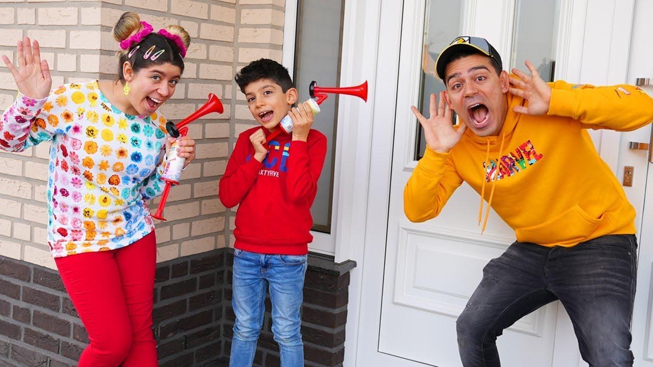 Jason और Alex: बच्चे कैसे एक नया खेल खेलते हैं, इसके बारे में एक मजेदार कहानी